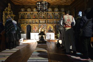 Počas liturgie.