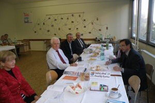 Obvodná komisia v Považskej Bystrici dostala podnet týkajúci sa porušenia volebného moratória.