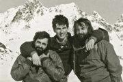 Pavel Pochylý (vľavo) s priateľmi Rudolfom Hajdučíkom a kameramanom Milanom Matisom v milovaných Tatrách začiatkom osemdesiatych rokov.