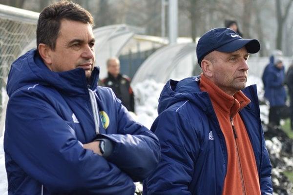 Jozef Džubara (vpravo) so svojím asistentom Vladimírom Rusnákom.