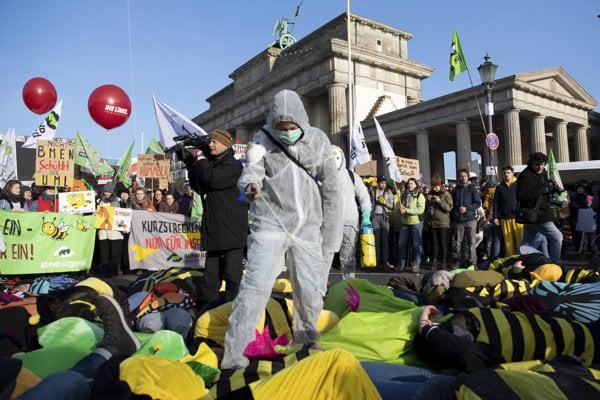 V Berlíne protestovali proti priemyselnému poľnohospodárstvu