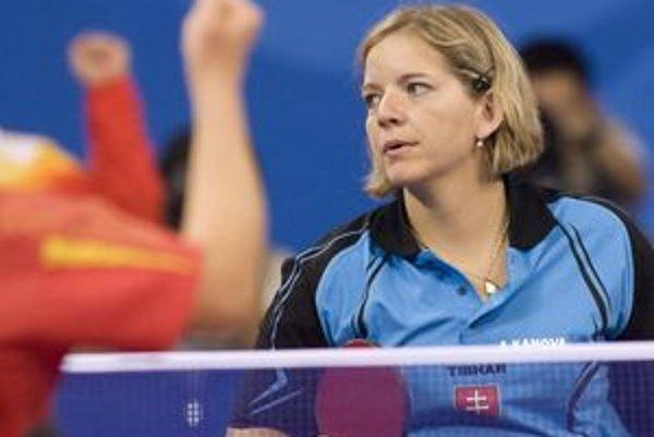 Alena Kánová medzi vozičkárkami v dvojhre bola tretia a v súťaži družstiev spolu s Angličankou Suc Gilrayovou získala striebornú medailu.