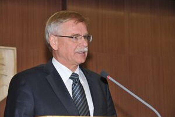 Poslanci schválili obmedzenie kompetencií Alexandrovi Slafkovskému.
