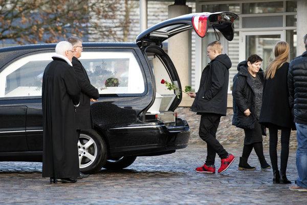 Pohreb 24-ročnej Dánky Vesteragerovej-Jespersenovej sa konal v meste Ikast na Jutskom polostrove na západe Dánska druhý januárový týždeň.