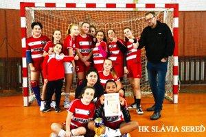 Staršie žiačky HK Slávia Sereď vyhrali medzinárodný turnaj na domácej pôde.