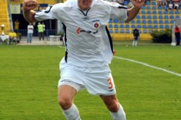 V pondelok 18. júla však už Ján Maslo, spolu so svojim licenčným agentom Michalom Holeščákom, zamieril do Lucku.