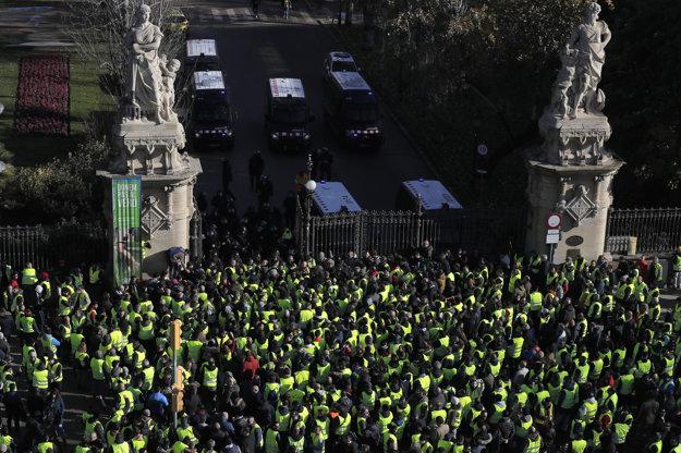 Protestujúci taxikári.