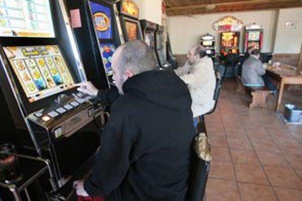 Hazardu v dedinských krčmách odzvonilo.