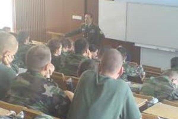 V Akadémii ozbrojených síl M R. Štefánika študuje 220 poslucháčov. Otvoria aj kurzy kariérneho a odborného vzdelávania pre približne tisíc účastníkov, pokračovať bude aj Univerzita tretieho veku.