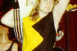 Gitarista Jindřich Kvíta podľahol ťažkej chorobe vo veku 37 rokov.