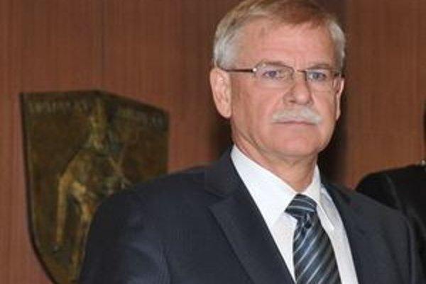 Primátor Slafkovský hovorí, že v šetrení treba pokračovať aj naďalej.