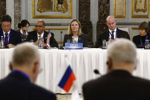 Námestníčka amerického ministra zahraničných vecí Andrea Thompsonová počas rokovania s Ruskom na konferencii o nešírení jadrových zbraní v čínskom Pekingu.