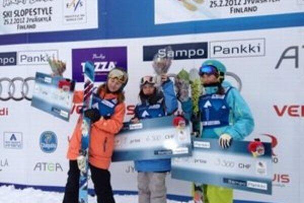 Natália Šlepecká (na fotografii v oranžovej bunde)sa dostala na pretekoch do prvej trojky.