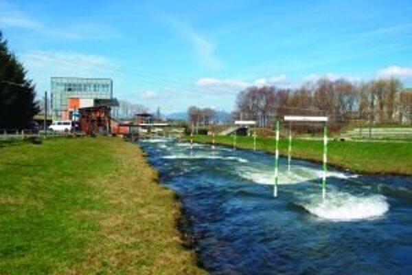 Súčasťou rozvojových plánov klubu je výstavba malej vodnej elektrárne a hate v areáli vodného slalomu.