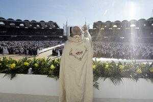 František svoju návštevu krajiny ukončí v utorok v popoludňajších hodinách, keď z Abú Zabí odletí naspäť do Ríma.