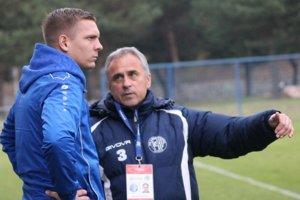 Na lavičkách východoslovenských futbalových tímov možno vídať rôzne typy trénerov.