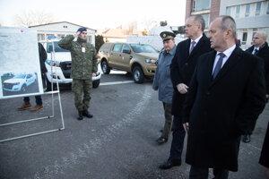 Minister obrany SR Peter Gajdoš, prezident SR Andrej Kiska a náčelník Generálneho štábu OS SR Daniel Zmeko počas príchodu na veliteľské zhromaždenie náčelníka Generálneho štábu OS SR.