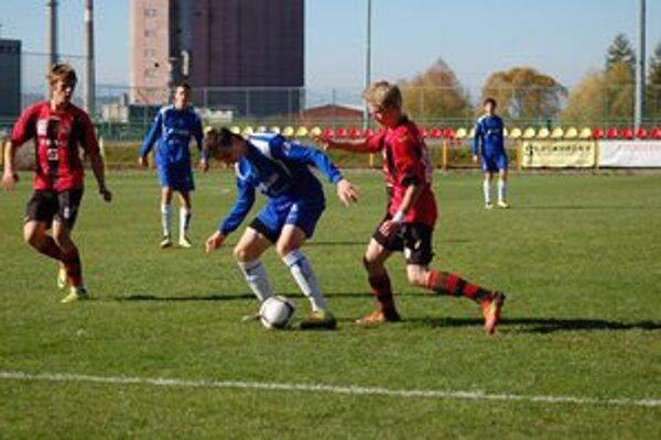 Starší futbaloví dorastenci z Liptovského Mikuláša  v pondelok privítali na domácom ihrisku rezervu Košíc.