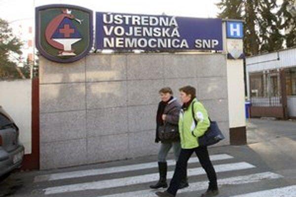 Technicko-hospodárski pracovníci nemocnice dostali k 1. decembru výpoveď.