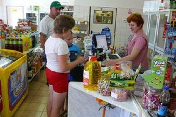 Opatrná majiteľka obchoduNeznámemu mužovi nákup zobrať nedovolila.