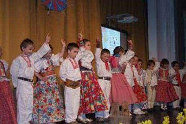 Na úvod konferencie vystúpili so svojím programom deti z Materskej školy v Liptovských Sliačoch.