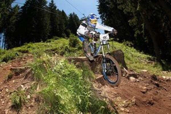 Zjazd na horských bicykloch láka čoraz viac mladých ľudí.