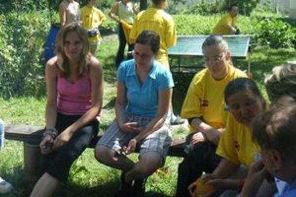 Vo Veselej záhrade bol čas na rozhovory, hry a príjemné posedenia.