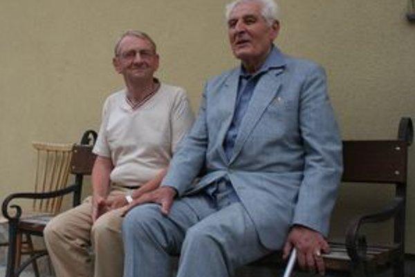 Milan Uhrík (vpravo) a Jozef Oško boli dobrí susedia. Rozumeli si, keď boli mladí a rozumejú si aj dnes.