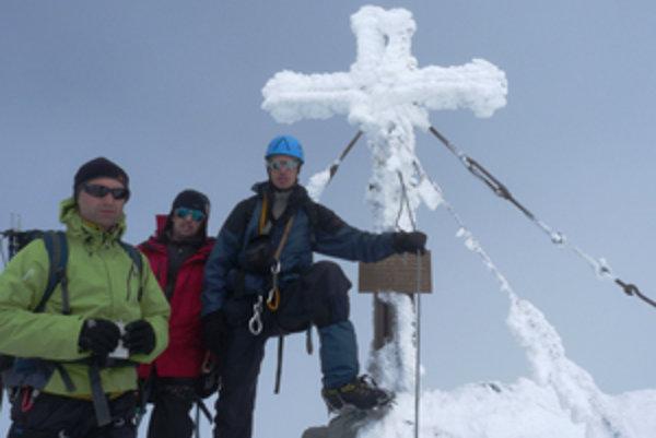 Horolezecký oddiel na vrcholovke na Grossglockneri.