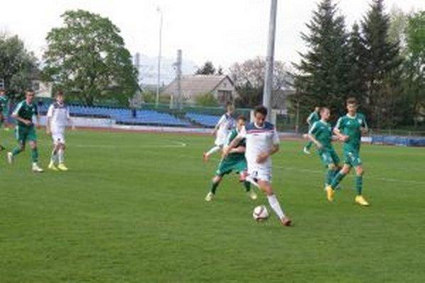Dubničania (v bielom) dohrajú posledný domáci zápas proti N. Mestu.