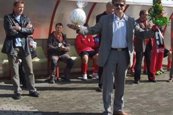 Prezident Mestského futbalového klubu Tatran Liptovský Mikuláš Rudolf Urbanovič sa k 1. decembru 2010 vzdáva svojej funkcie z osobných dôvodov.