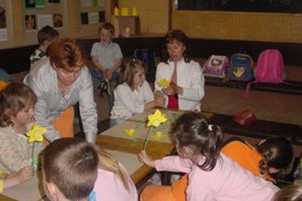 Škôlkari z Lúčok v tvorivej dielni.