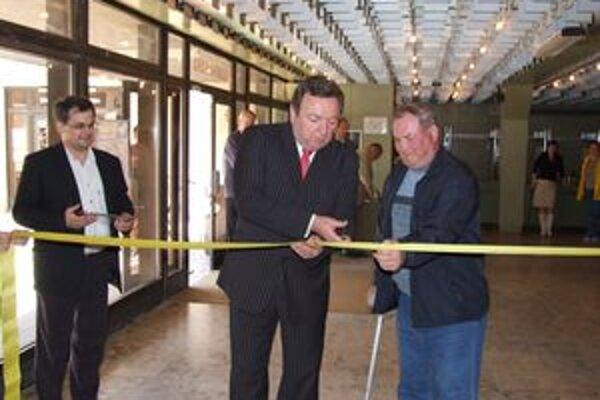 Len prednedávnom primátor Ján Blcháč prestrihol pásku, aby uviedol do prevádzky bezbariérový výťah v Dome kultúry. V týchto dňoch radnica zbiera pripomienky, ako ďalej zlepšiť bezbariérovosť v meste.