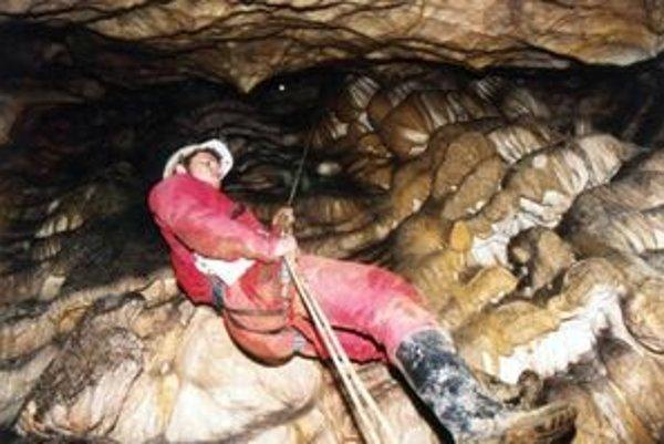 Na Slovensku je viac ako 5300 jaskýň, ale iba dvanásť je sprístupnených pre verejnosť. Speleológovia objavujú a zameriavajú stále nové podzemné priestory.