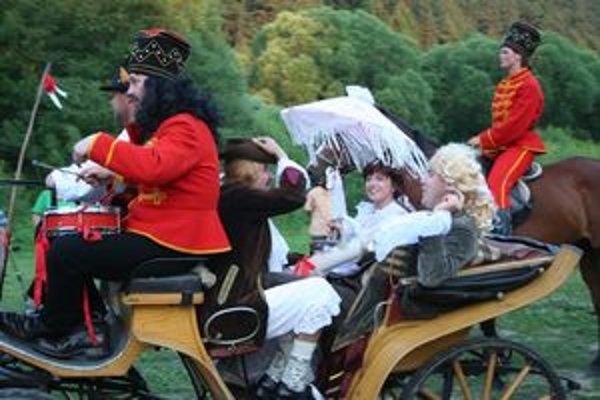 Gróf a grófka Szentivániovci prišli do Liptovského Jána na koči aj vlani.