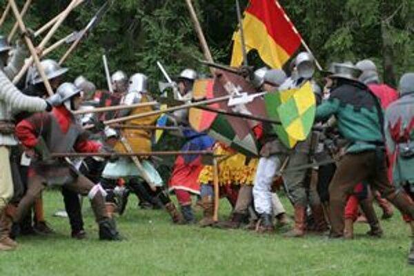 Vlani Likavský hrad dobýjali husiti a boli úspešní. V sobotu sa  ho budú snažiť cisárski vojaci získať späť.
