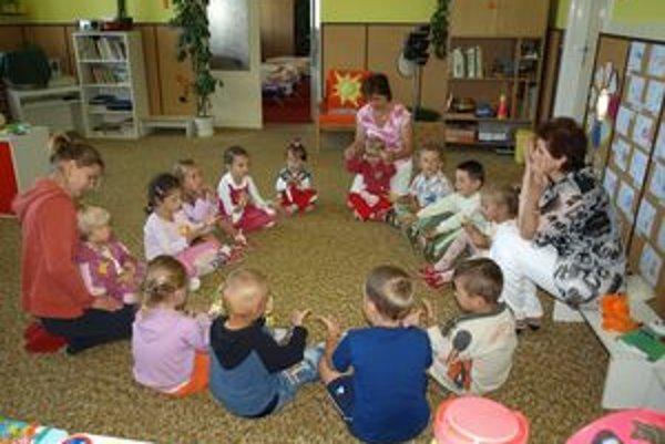 Ranná aktivita detí v Materskej škole vo Veternej Porube.