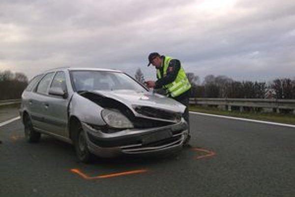 Dopravnú nehodu vyšetrujú diaľniční policajti z oddelenia v Liptovskom Mikuláši.