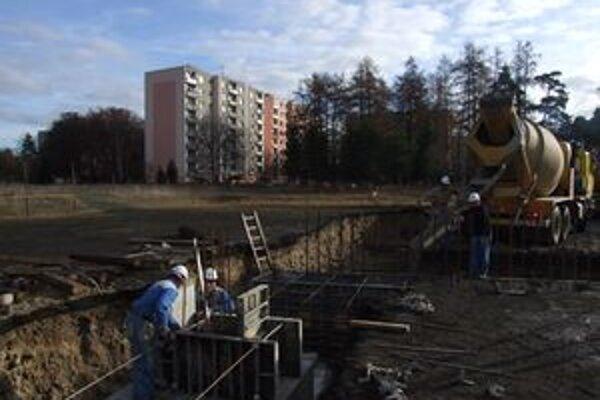V najmenšom liptovskom meste sa po rokoch dočkajú aj nových bytov. S výstavbou začali vlani.