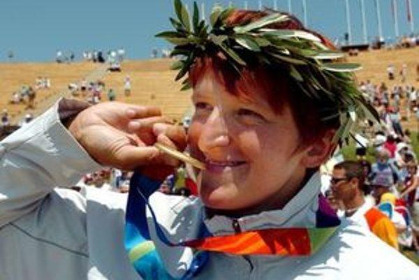 Elena Kaliská, slovenská vodná slalomárka a zlatá medailistka z OH v Aténach (na fotografii) v roku 2004 a z OH v Pekingu 2008.