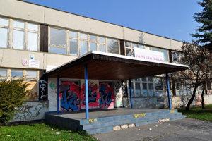 Zámerom kraja je dnes prázdnu budovu bývalého gymnázia revitalizovať a naplniť novými funkciami. Robí to v spolupráci s obyvateľmi.