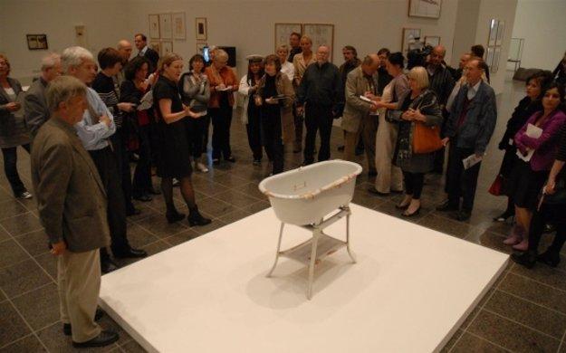 Vaňa Josepha Beuysa, vydrhnutá v roku 1986 pracovníkmi Akadémie umení v Düsseldorfe