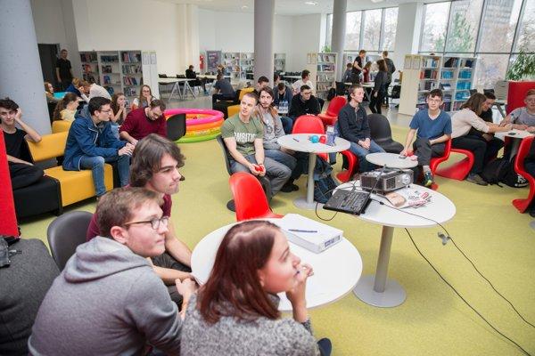 Na fakulte pribúdajú nové miesta v študovniach.