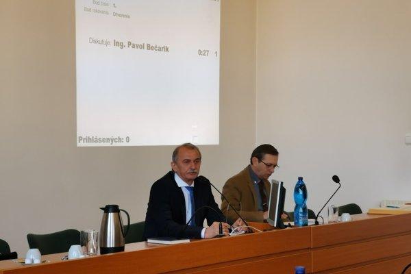 Primátorovi Bečarikovi navýšili plat o 30 percent.