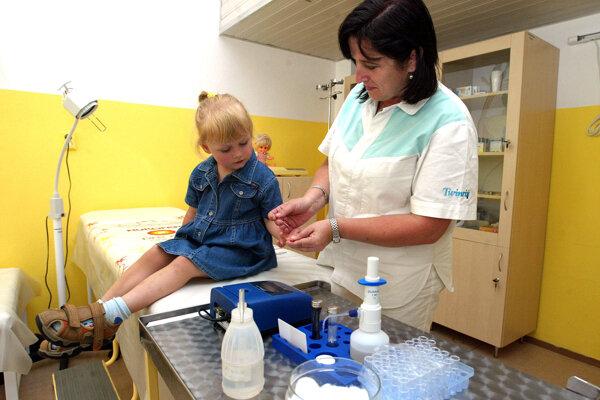 Deti plnili čakárne ambulancií aj pred jarnými prázdninami.