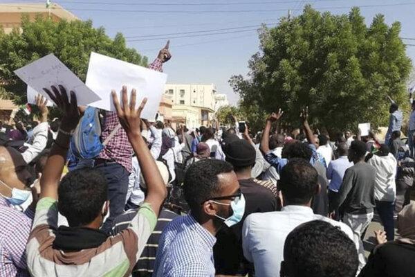 Demonštráccia v Chartúme proti režinu prezidenta Umara al-Bašíra.