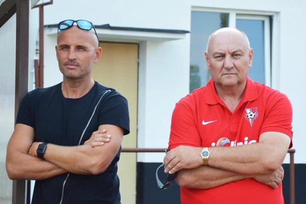 Trénerské duo v Seredi - zľava asistent Peter Lérant a hlavný kouč Karel Stromšík.