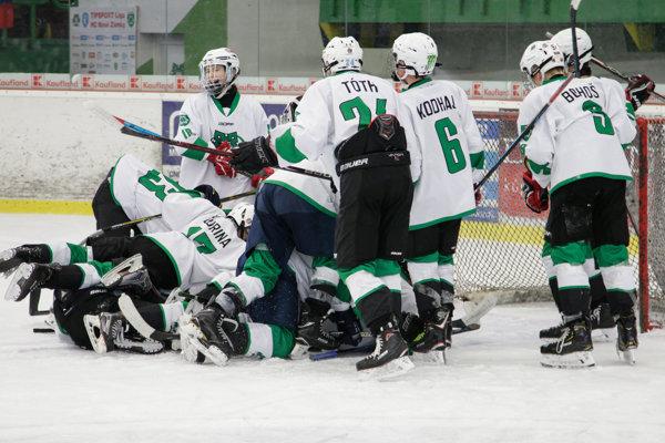 Radosť mladých Novozámčanov po víťaznom góle