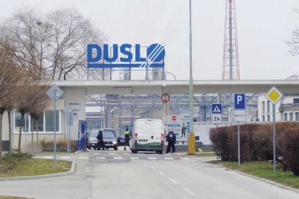 Vstupná brána do areálu spoločnosti Duslo, a.s.