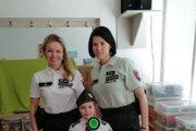 Policajné preventistky prišli za deťmi do škôlky.